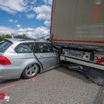 BMW kracht auf A4 zwischen Weimar und Mellingen in LKW: Schutzengel im Einsatz (02.07.2020)
