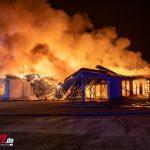 ALDI brennt lichterloh in Apolda: Einsatzkräfte werden mit Feuerwerk empfangen (18.01.2021)