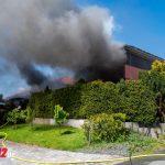 Gebäudebrand in Mellingen: Schwarze Rauchsäule war weithin sichtbar (31.05.2021)